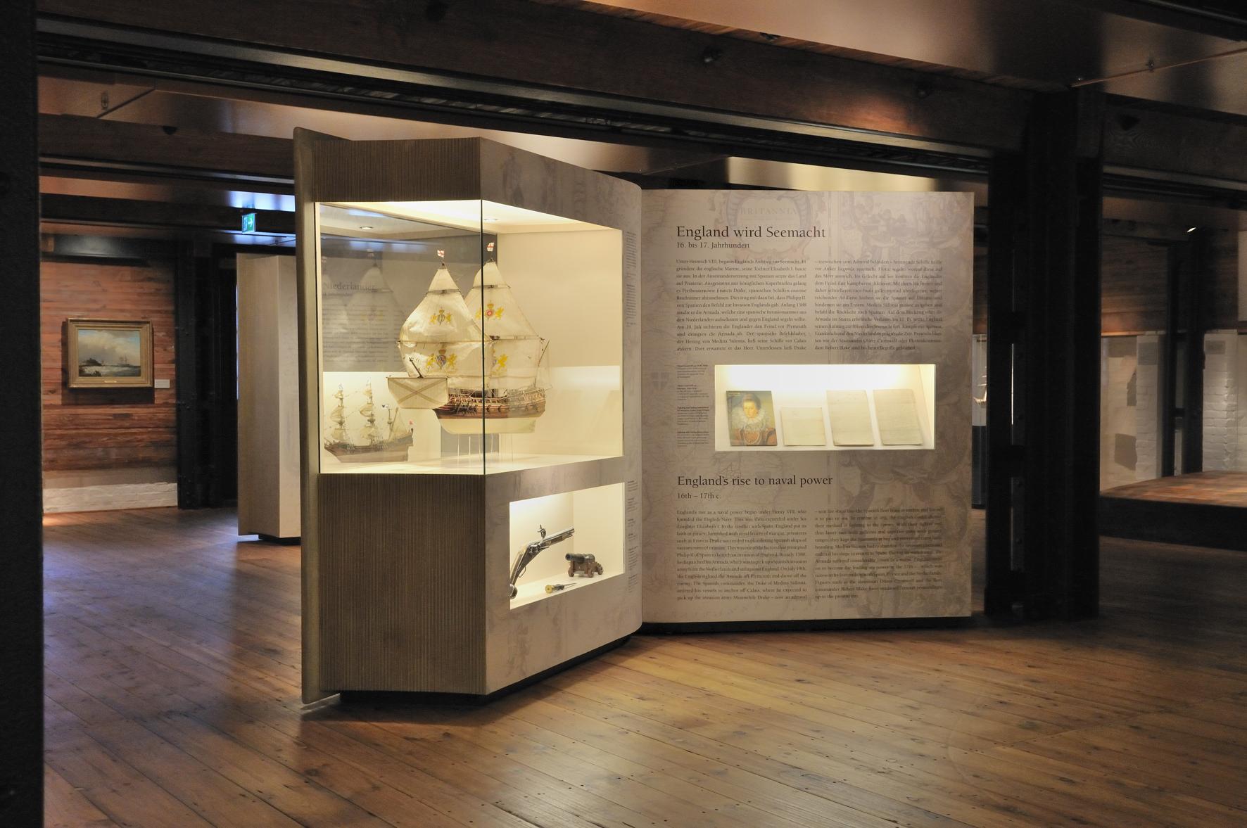 07.kwod_Ausstellung_Internationale s_Maritimes_Museumj_Bücher.pg