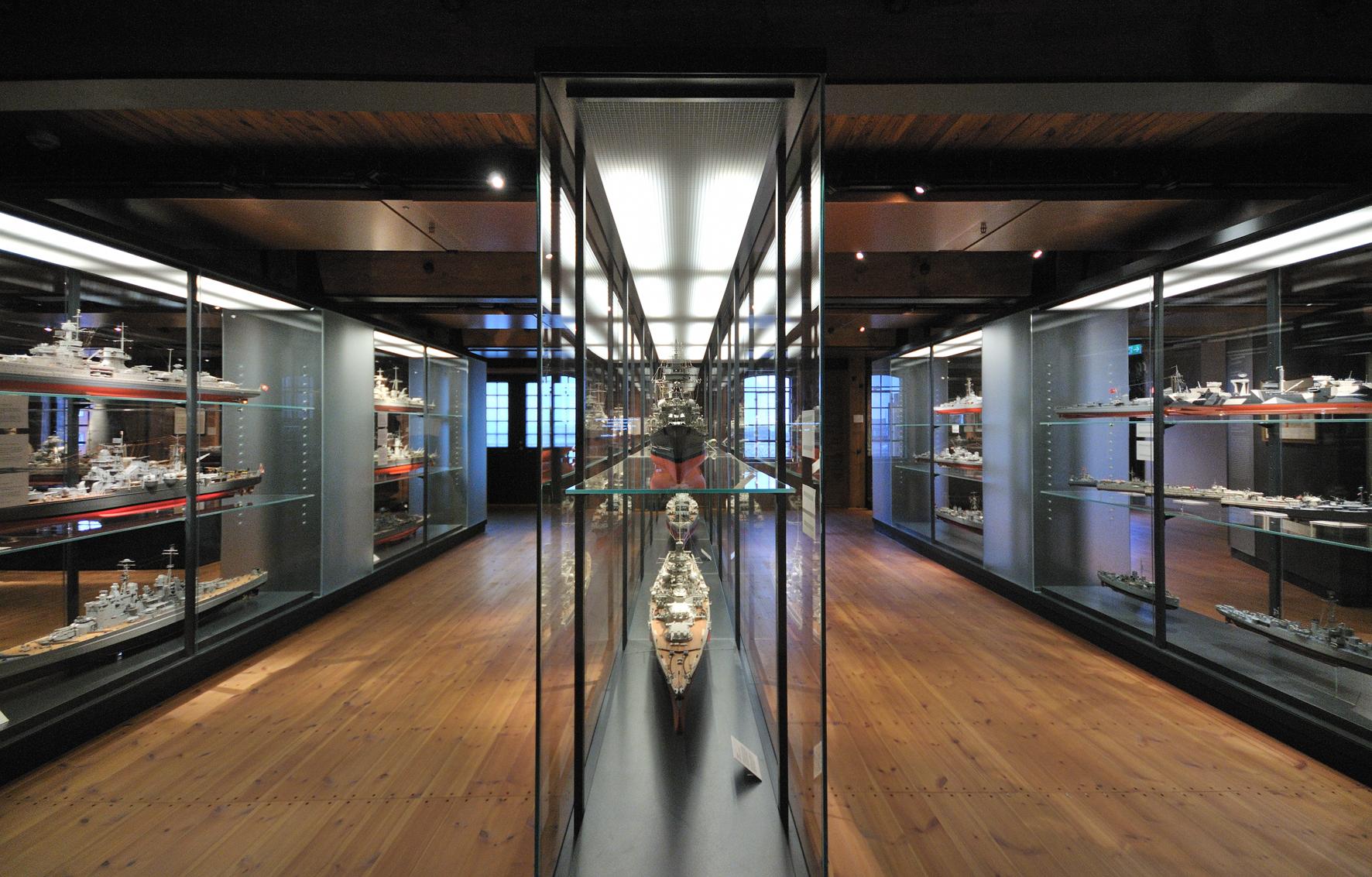 14.kwod_Ausstellung_Internationales_Maritimes_Museum.Kriegsschiffe